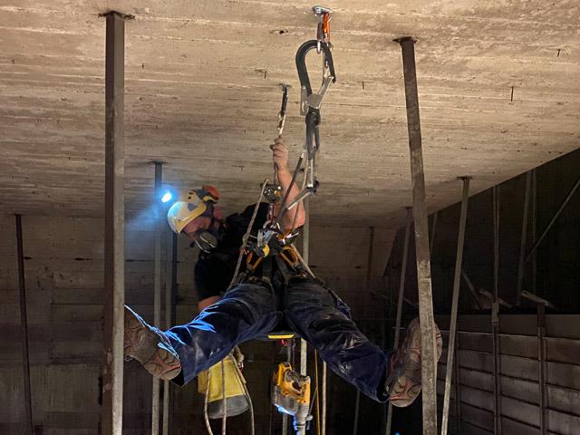 Höhenarbeit - Arbeit in beengten Räumen mit Atemschutz